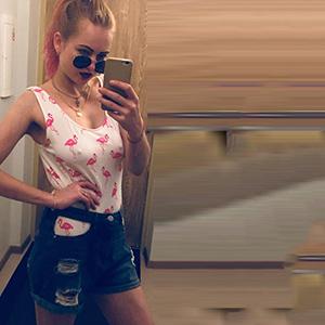 Escort Dortmund NRW dünnes junges Model Malina Gold sucht Mann für ein Seitensprung