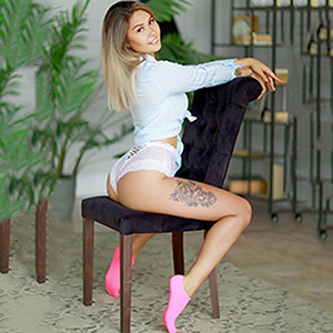 Escort Bonn NRW Emily Asien zierliches Model kleine Busen charmant und offen für Sex Affären