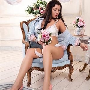 Escort Oberhausen Madeleine großer Busen sexy Taille sucht intime Partner