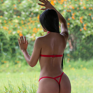 Escort Bonn NRW Yummi Has Top Figure And Offers A Great Sex Service