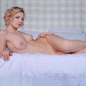Escort Essen NRW Pretty Model Willy Spoils With A Special Oil Massage