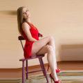 ESCORT BEDBURG sportliche Privatmodel Lydia umgart mit geilen Straps & High Heels über Kontaktanzeigen