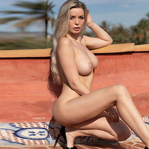 ESCORT BERGKAMEN Big Breasts Top Whore Sydney Likes Intimate Lesbian Games While Flirting