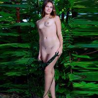 ESCORT MECHERNICH flachbusige Premium Girl Xynthia bietet diskrete Kuschelstunden beim Sextreffen