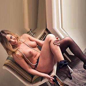 ESCORT REMSCHEID junge Nymphomanin Bryanna begeistert mit Straps & High Heels bei einer Affäre