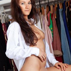 ESCORT WESEL erotische Prostituierte Elina ist zu haben für LKW oder Auto bei einer Affäre