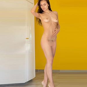 SEX DATE DUISBURG Elegant Top Model Runa Likes Finger Games (gently) And Erotic Adventures