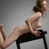ESCORT CASTROP-RAUXEL Kleinbusige Hostesse Yvette öffnet deine Sex-Lust durch Körperbesamung bei intimen Dates