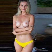 Escort Velbert geheimnisvolle Privat Model Nellie liebt intime Striptease im Zimmer