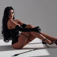 Vivienne Salute reife High Class Escort Ladie in Köln mit großen Brüsten liebt Sexuelle Kontakte in Strapsen