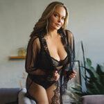 Flirtmodel Rajssa bei der Escort NRW Begleit Agentur bietet auch Reisebegleitung und Vibratorspiele (passiv)