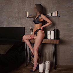 Begleitung Ellen Hot bei NRW Escort Modelle erfüllt bei Hotel Service mit Striptease