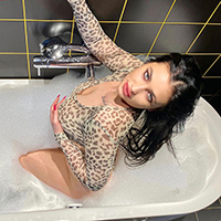 Prostitute Michelle 2 at the Escort NRW escort agency is looking for single sex erotic and body insemination